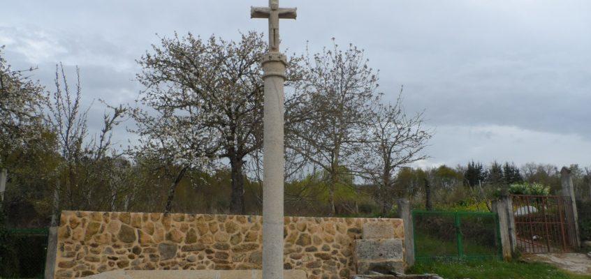 Cruceiro da igrexa en Olás