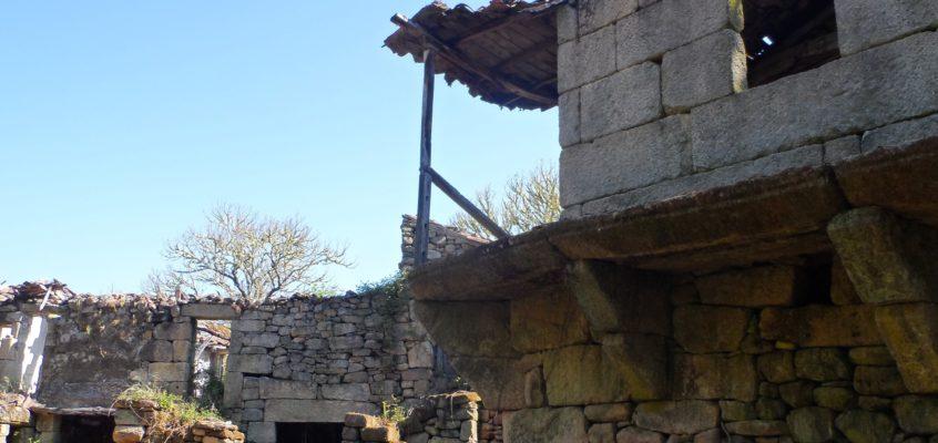 Aldea abandonada da Ponte Ermida