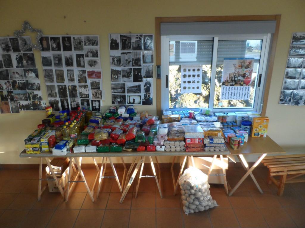 A parroquia de Zarracós amosa a súa faceta máis solidaria entregando preto de 300 quilos de comida ó Banco de Alimentos de Ourense