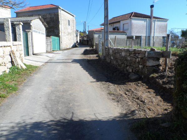 Ensanchado do camiño de acceso ao barrio da Torre en Zarracós