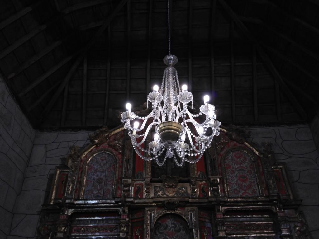 As tres lámpadas da Igrexa Parroquial estrean  bombillas de baixo consumo
