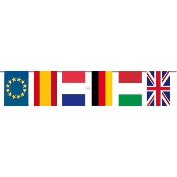Colocación das banderiñas para engalanar as rúas polas festas 2017